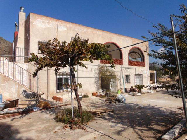 6 bedroom Country House in La Canalosa