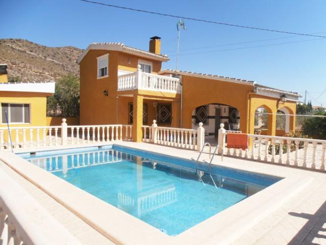 4 bedroom Villa in Hondon de las Nieves