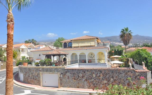 6 bedroom Villa in Callao Salvaje